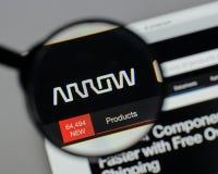 Milán, Italia - 10 de agosto de 2017: Logotipo de Arrow Electronics en nosotros Imágenes de archivo libres de regalías