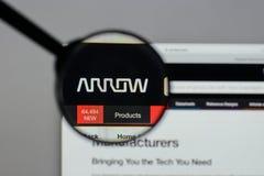 Milán, Italia - 10 de agosto de 2017: Logotipo de Arrow Electronics en nosotros Imagenes de archivo