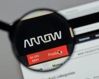 Milán, Italia - 10 de agosto de 2017: Logotipo de Arrow Electronics en nosotros Imagen de archivo libre de regalías