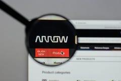 Milán, Italia - 10 de agosto de 2017: Logotipo de Arrow Electronics en nosotros Foto de archivo