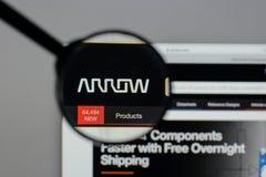 Milán, Italia - 10 de agosto de 2017: Logotipo de Arrow Electronics en nosotros Foto de archivo libre de regalías
