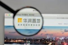 Milán, Italia - 10 de agosto de 2017: Logotipo de la tierra de China Res en el websi imagen de archivo libre de regalías