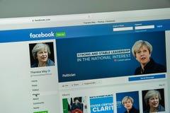 Milán, Italia - 10 de agosto de 2017: Página del facebook de Theresa May foto de archivo libre de regalías