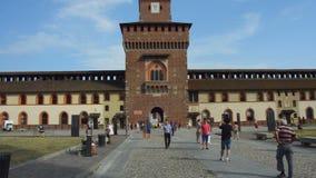 Milán, Italia - 19 de julio de 2017: Castillo de Sforza en Milán, Italia El castillo fue construido en el siglo XV por Francesco  metrajes