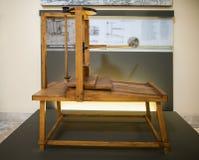 MILÁN, ITALIA - 9 DE JUNIO DE 2016: modelo de la prensa de Leonardo DA Fotos de archivo libres de regalías