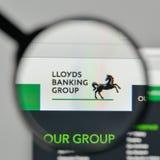 Milán, Italia - 1 de noviembre de 2017: Logotipo de Lloyds Banking Group en el th fotos de archivo libres de regalías