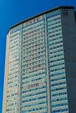 Milán, Italia - 19 de octubre de 2015: En el rascacielos colgado banderas de los países diferentes Imagen de archivo libre de regalías