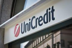 Milán, Italia - 24 de septiembre de 2017: Banco de Unicredit en Milán Fotografía de archivo