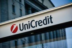 Milán, Italia - 24 de septiembre de 2017: Banco de Unicredit en Milán Imagen de archivo libre de regalías