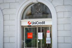 Milán, Italia - 24 de septiembre de 2017: Banco de Unicredit en Milán Imagenes de archivo