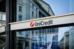 Milán, Italia - 24 de septiembre de 2017: Banco de Unicredit en Milán Fotos de archivo
