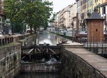 MILÁN, ITALIA, el 28 de mayo de 2018: Cascada en Naviglio Pavese en Milán, invenciones históricas de Leonardo Da Vinci Fotos de archivo