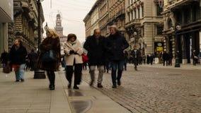 Milán, lapso de tiempo adentro vía Dante por completo de turistas almacen de video