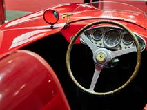 Milán, Lombardía Italia - 23 de noviembre de 2018 - interior de Ferrari 750 Monza 1955 en la edición 2018 de Autoclassica Milano fotos de archivo