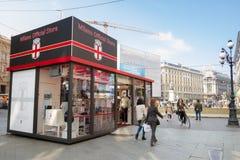 Milán: Ventana de la tienda Dolce & Gabbana, Italia de la moda Imágenes de archivo libres de regalías
