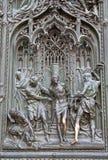 Milão - detalhe da porta de bronze da abóbada Imagens de Stock