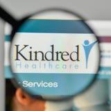 Milão, Itália - 1º de novembro de 2017: Logotipo dos cuidados médicos dos Kindred no Imagem de Stock