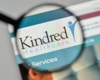 Milão, Itália - 1º de novembro de 2017: Logotipo dos cuidados médicos dos Kindred no Imagem de Stock Royalty Free