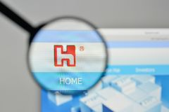 Milão, Itália - 1º de novembro de 2017: Logotipo de Hon Hai Precision Industry fotografia de stock royalty free