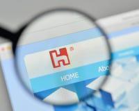 Milão, Itália - 1º de novembro de 2017: Logotipo de Hon Hai Precision Industry imagens de stock royalty free