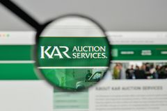 Milão, Itália - 1º de novembro de 2017: Logotipo de Kar Auction Services no th fotos de stock