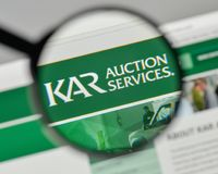 Milão, Itália - 1º de novembro de 2017: Logotipo de Kar Auction Services no th foto de stock royalty free