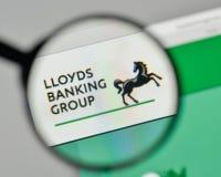 Milão, Itália - 1º de novembro de 2017: Logotipo de Lloyds Banking Group no th fotografia de stock royalty free