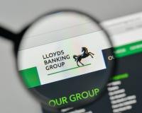 Milão, Itália - 1º de novembro de 2017: Logotipo de Lloyds Banking Group no th foto de stock
