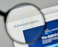 Milão, Itália - 1º de novembro de 2017: Logotipo de Mckinsey no Web site ho fotografia de stock