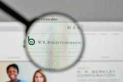 Milão, Itália - 1º de novembro de 2017: W r Logotipo de Berkley no websit Fotos de Stock
