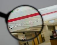 Milão, Itália - 10 de agosto de 2017: Banco do logotipo de Ozarks no w foto de stock royalty free