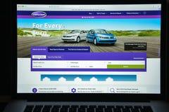 Milão, Itália - 10 de agosto de 2017: Carros homepage do Web site de COM É Fotografia de Stock Royalty Free