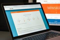 Milão, Itália - 10 de agosto de 2017: Descubra o homepage do Web site do banco fotografia de stock royalty free
