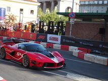 Milão, Itália - 29 de agosto de 2018: Ferrari poderoso na trilha fotografia de stock royalty free