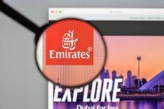 Milão, Itália - 10 de agosto de 2017: Homepag do Web site dos voos dos emirados Foto de Stock Royalty Free