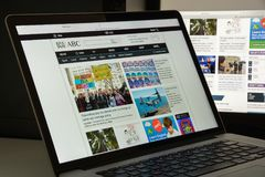 Milão, Itália - 10 de agosto de 2017: Homepage do Web site do ABC É fotos de stock