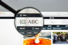 Milão, Itália - 10 de agosto de 2017: Homepage do Web site do ABC Logotipo do ABC visível Fotos de Stock