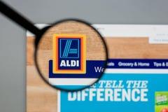 Milão, Itália - 10 de agosto de 2017: Homepage do Web site de ALDI É Fotos de Stock