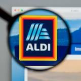Milão, Itália - 10 de agosto de 2017: Homepage do Web site de ALDI É Imagens de Stock