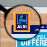 Milão, Itália - 10 de agosto de 2017: Homepage do Web site de ALDI É Fotografia de Stock