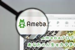 Milão, Itália - 10 de agosto de 2017: Homepage do Web site de Ameblo Logotipo de Ameblo visível Fotos de Stock