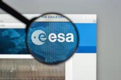 Milão, Itália - 10 de agosto de 2017: Homepage do Web site do ESA É um i Imagens de Stock