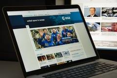 Milão, Itália - 10 de agosto de 2017: Homepage do Web site do ESA É um i Foto de Stock