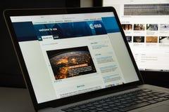 Milão, Itália - 10 de agosto de 2017: Homepage do Web site do ESA É um i Imagem de Stock Royalty Free
