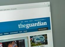 Milão, Itália - 10 de agosto de 2017: Homepage do Web site de The Guardian T fotos de stock royalty free