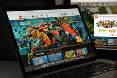 Milão, Itália - 10 de agosto de 2017: Lego homepage do Web site de COM É imagem de stock