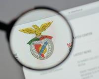 Milão, Itália - 10 de agosto de 2017: Logotipo de Benfica Lisbona nas Web Imagem de Stock Royalty Free