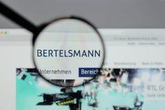 Milão, Itália - 10 de agosto de 2017: Logotipo de Bertelsmann no Web site Fotos de Stock