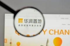 Milão, Itália - 10 de agosto de 2017: Logotipo da terra de China Res no websi fotos de stock