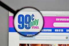 Milão, Itália - 10 de agosto de 2017: Logotipo das lojas dos centavos somente no nós Imagem de Stock